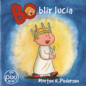 Omslag, Bo blir Lucia, Bo går med lyskrone, kappe og lys i hånden