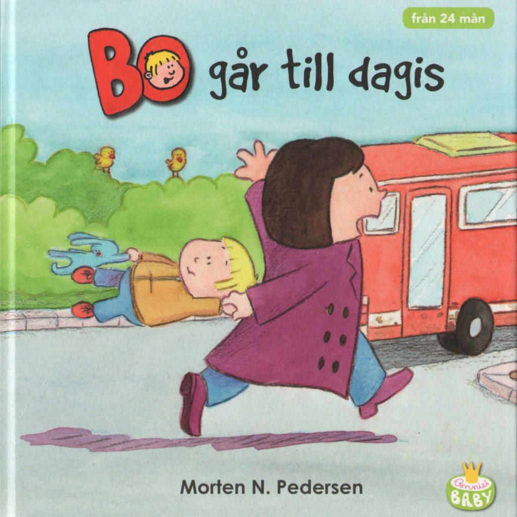 Omslag, Bo gar till dagis, Bo henger etter mamma mens de løper etter bussen